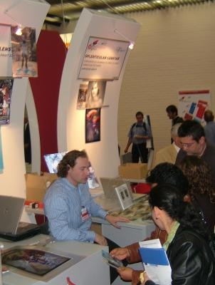 Gilles Letouche vith visitors on our booth Copyright DPL formerly LPC Europe